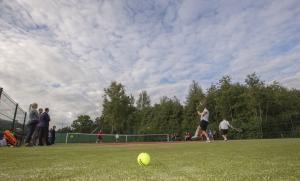 -Rouge-Tennise-avamine-40