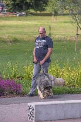 Vrumaa-koeraomanikud-kogusid-taas-toetust-varjupaigas-peatuvatele-loomadele-25